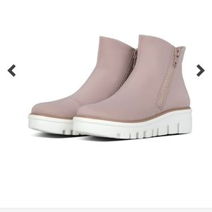 New FitFlop sneaker boot